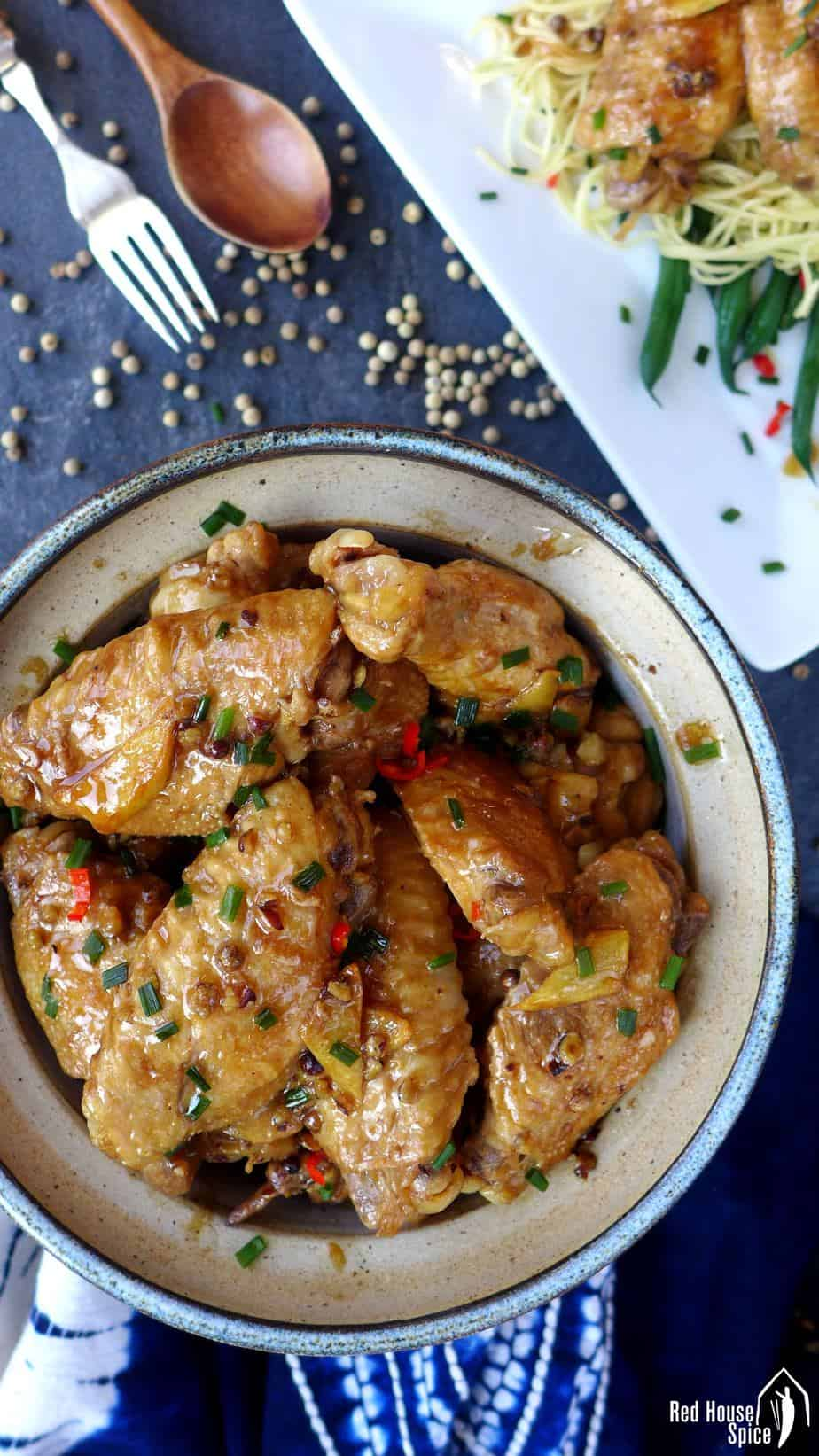 Chicken wings braised with white peppercorns