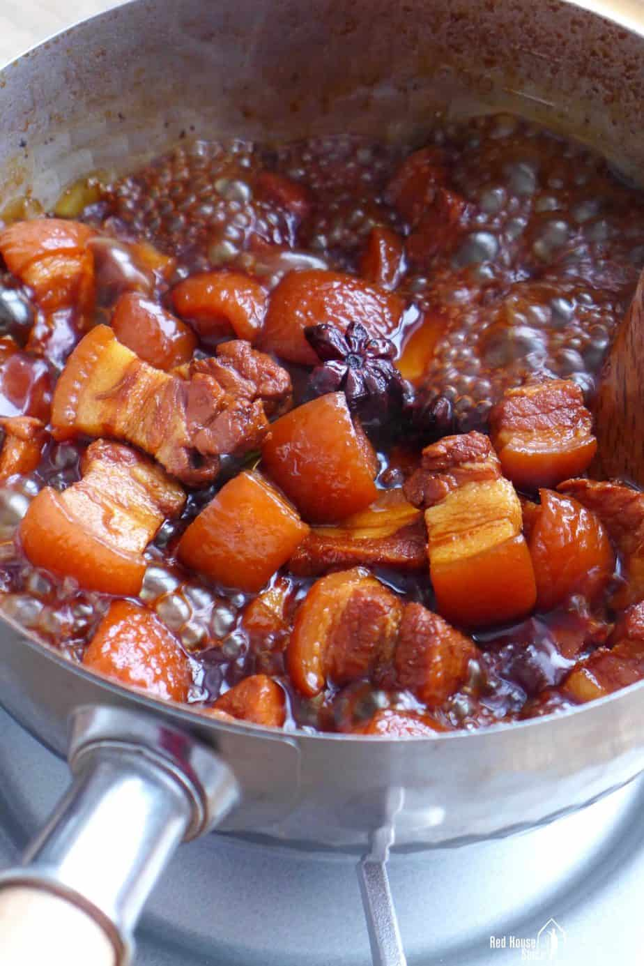 Boiling pork belly in a thick sauce