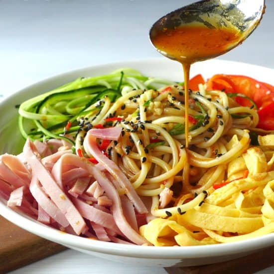 Give Italian pasta a Chinese character. This Chinese-style spaghetti salad with sesame dressing is bursting with flavour.