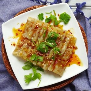 Sliced pork rind jelly with a spicy dressing.