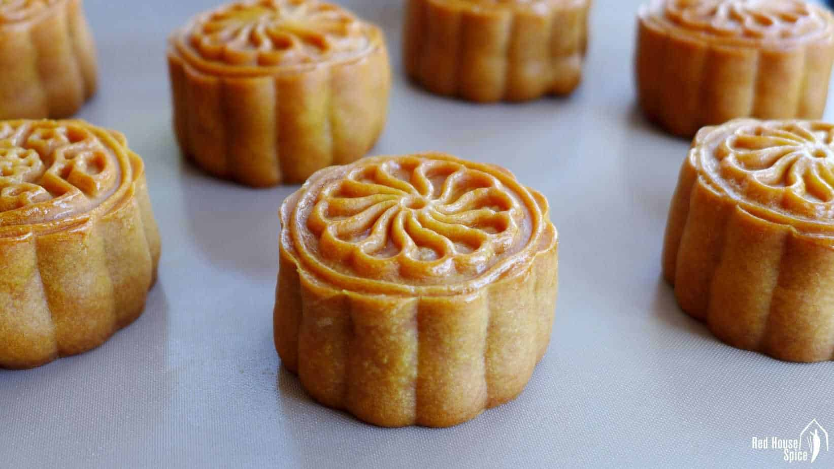 Baked Cantonese mooncakes