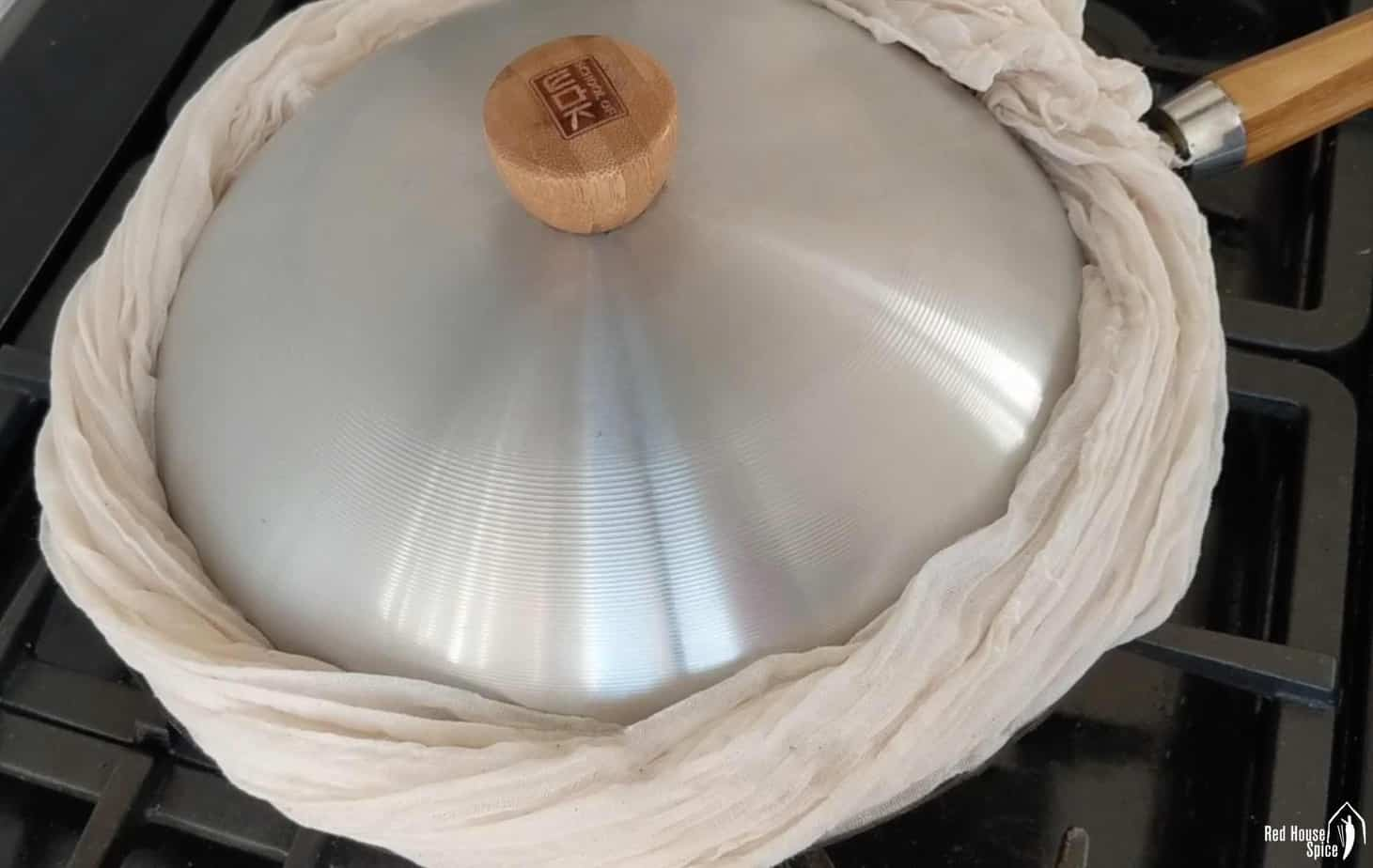 Cloth covering the rim of a lid