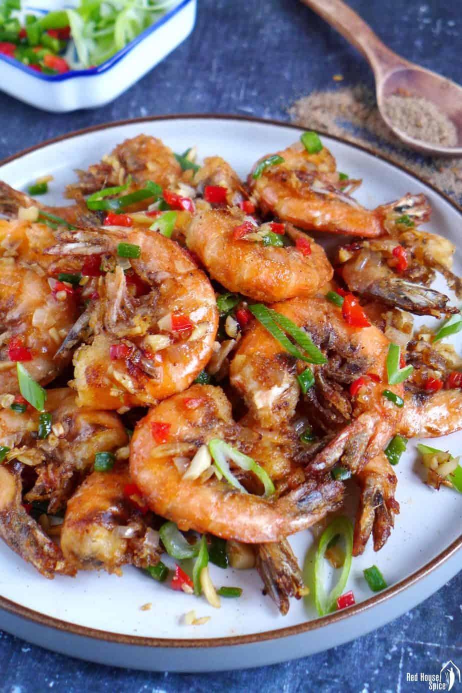 Fried shrimp with salt and pepper seasoning