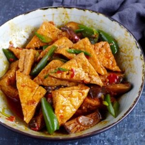 Braised tofu with spicy sauce