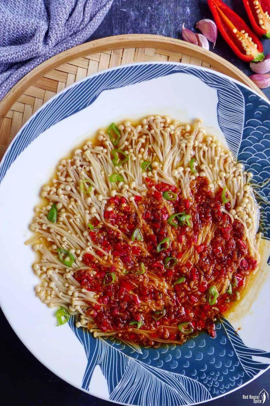 Steamed enoki mushroom with garlic chili sauce