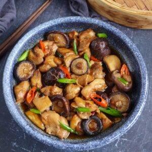 Chinese steamed chicken with shiitake mushroom