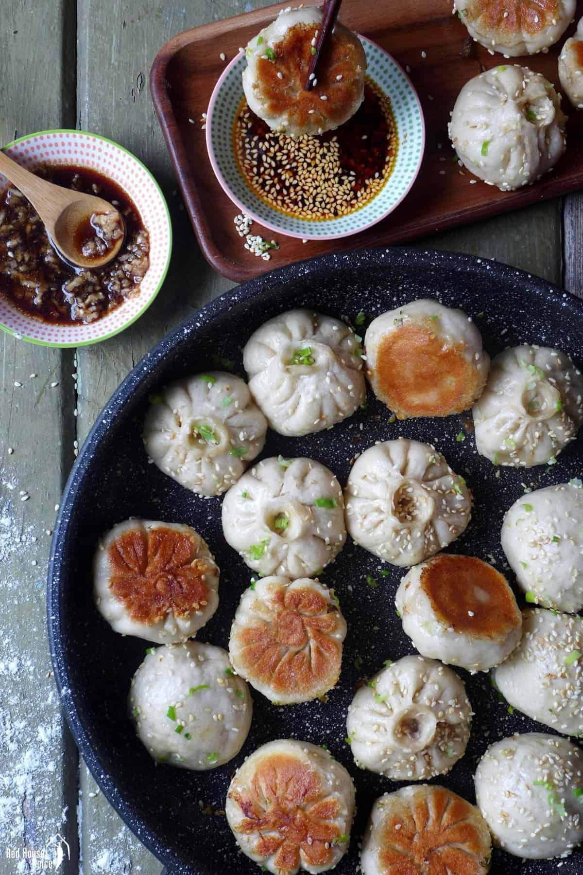 Pan-fried-pork-buns-in-a-pan