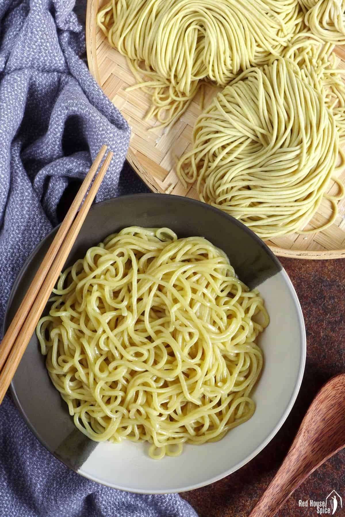 fresh and cooked noodles